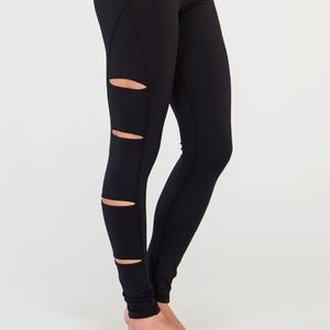 Tonic Peak Cutout Yoga Leggings